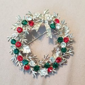 Jewelry - Christmas brooch
